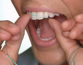 how to floss the front teeth